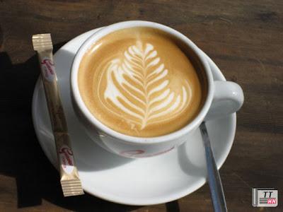 Cà phê sữa tạo cho người uống một cảm giác no giả, chán ăn.