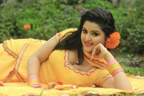 Here bangladeshy sexy girl brest seems me