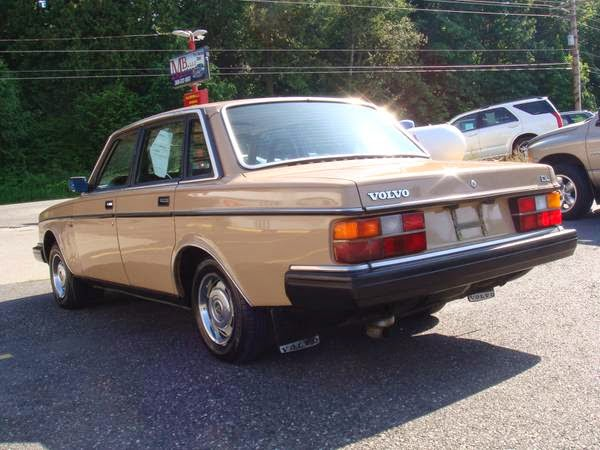 1985 Volvo 244 Sedan | Auto Restorationice