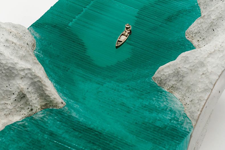 Nuevas esculturas de olas realizadas con capas de vidrio por Ben Young