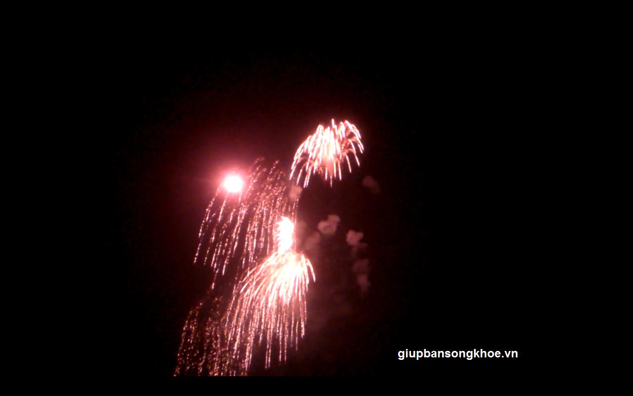 Tất cả vở òa với màn bắn pháo hoa kỷ niệm giải phóng thủ đô hà nội 10/10/2014 tại Mỹ Đình