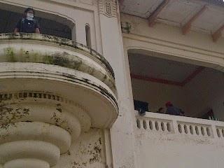 Ngintip Aksi Bebersih Gedung Juang Tambun