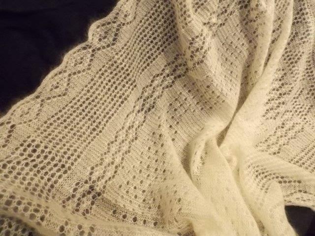 TE KOOP:Hele grote sjaal/plaid. Doop?babykleed, shawl, stola van Orenburgse wol.
