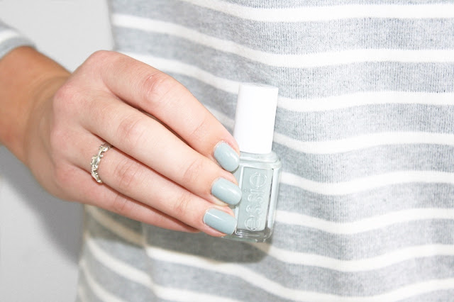 Katherine Penney Chic Blogger Nail Polish Essie Grey Maximillian Strasse Pretty her  beauty review