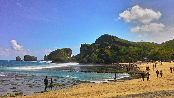 Pantai Siung, Siung beach, Yogyakarta, Tebing pinggir laut