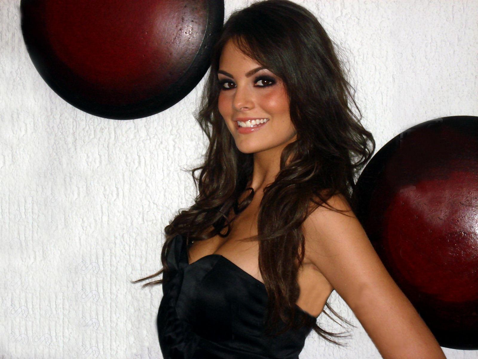 Ximena Navarrete Hot