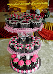Wedding Cake with Cup cakes.....