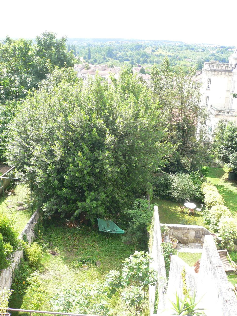 Maison vendre angoul me centre rez de jardin vu de l for Jardin 200m2