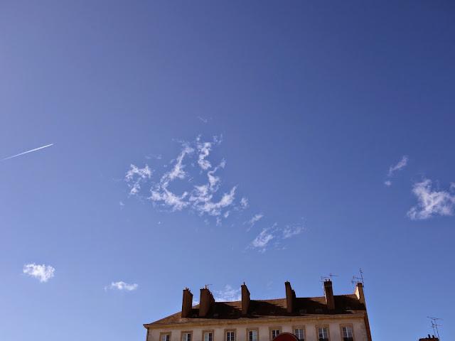 La place Saint-Germain de Rennes, en avril, les jours s'allongent... Le calme se fait...