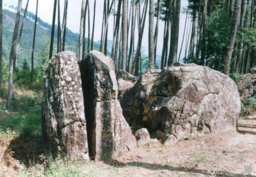 wisata batu belah Aceh Tengah