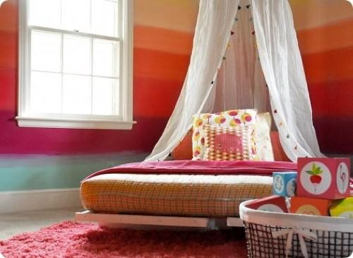 Decoraci n de interiores habitaci n con muebles modernos for Muebles pintados a rayas