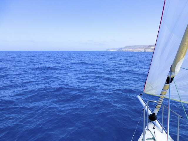 Velero hacia Puerto Mogán