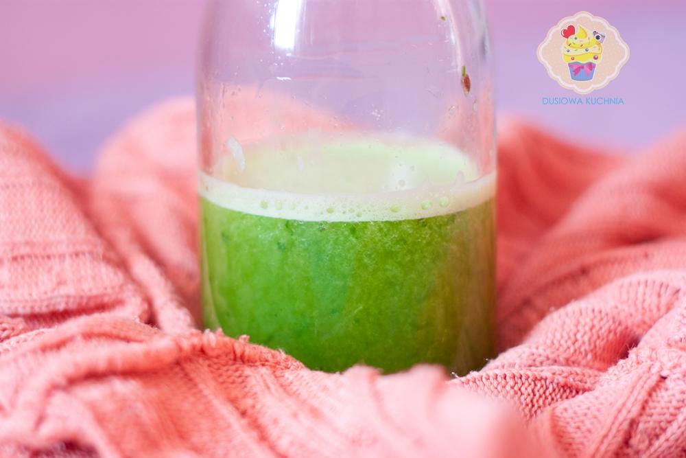 koktajl zielony, przepis na koktajl z jarmużu, smoothie jarmuż, jarmużowy koktajl