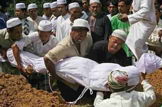 Inilah Golongan Orang Yang Akan Dilewatkan Munkar-Nakir di Alam Kubur