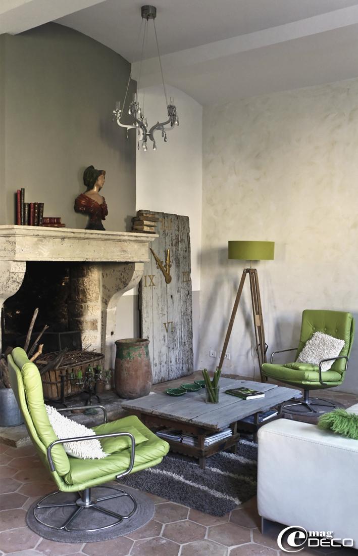 Une maison d'hôtes à Barjac dans le Gard, face au Mont-Lozère, un reportage du magazine de décoration 'e-magDECO'
