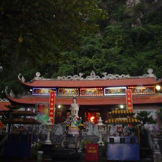 Pagoda Halong Bay