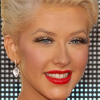 Christina Aguilera bad teeth