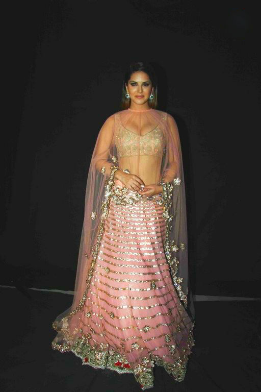 Stunning Sunny in a traditional Avatar. Hot Sunny leone, Stunning Sunny leone, Sunny Leone in an event.