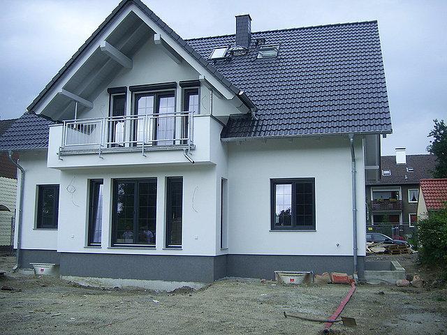 Grafitowy dach jakie okna