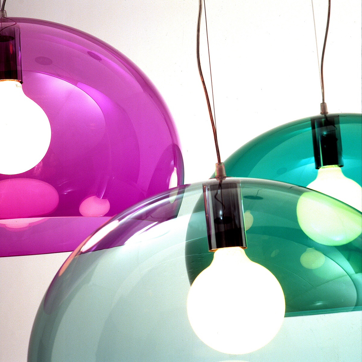 Decoraci n y descanso lamparas colgantes de colores - Lampara fly kartell ...