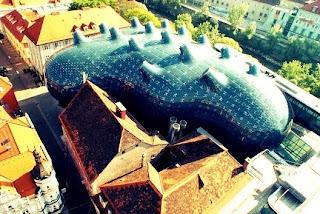 Grazer-Kunsthaus-museo-austríaco-Peter-Cook-Colin-Fournier