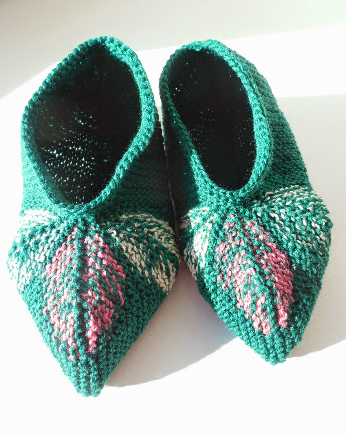 Knitting Patterns For Slippers : Socks Go Left: Three Leaves Knitted Slippers Pattern