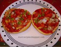 http://www.momrecipies.com/2010/11/pizza-bagels.html