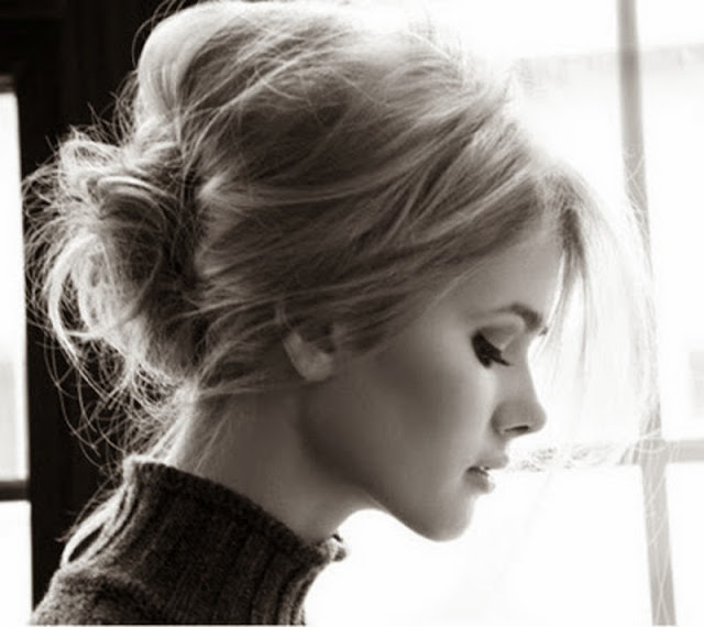 блондинка фото сбоку