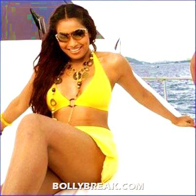 Best Bikini Bollywood bodies - female