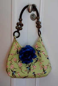 Blue flower shoulder bag