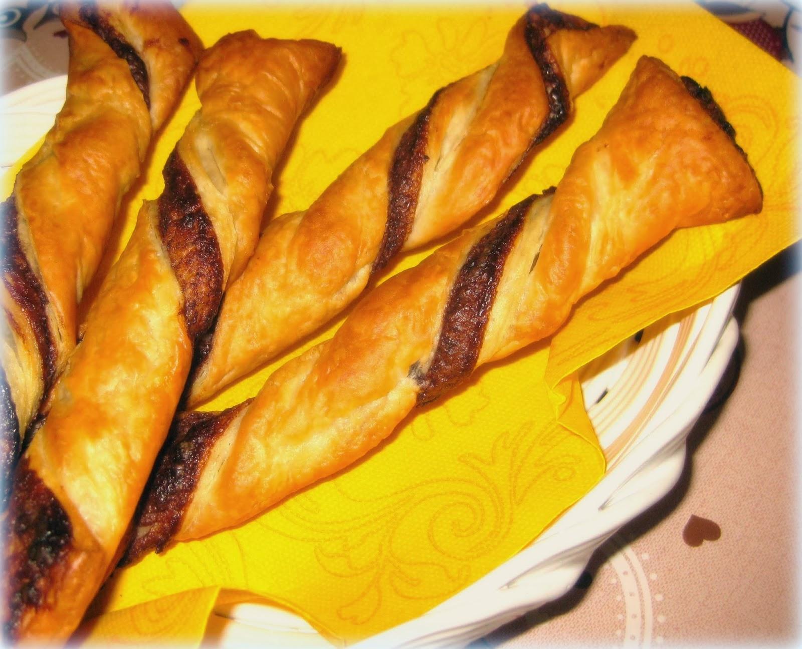 La ricetta di questi grissini dolci alla nutella è davvero buona! Per un cestino del pane super goloso.