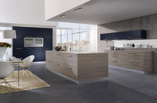 Cuisine design bois et anthracite avec ilot proposée par ALNO