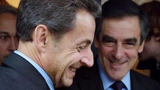 Nicolas Sarkozy et François Fillon, le 24 octobre 2012 à la sortie d'un restaurant parisien. (ERIC FEFERBERG / AFP)
