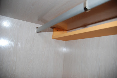 Caballito de cart n forrar armario empotrado interior for Guias para baldas