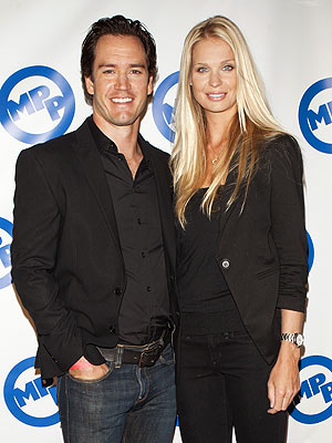 Mark-Paul Gosselaar Engaged With Catriona McGinn !