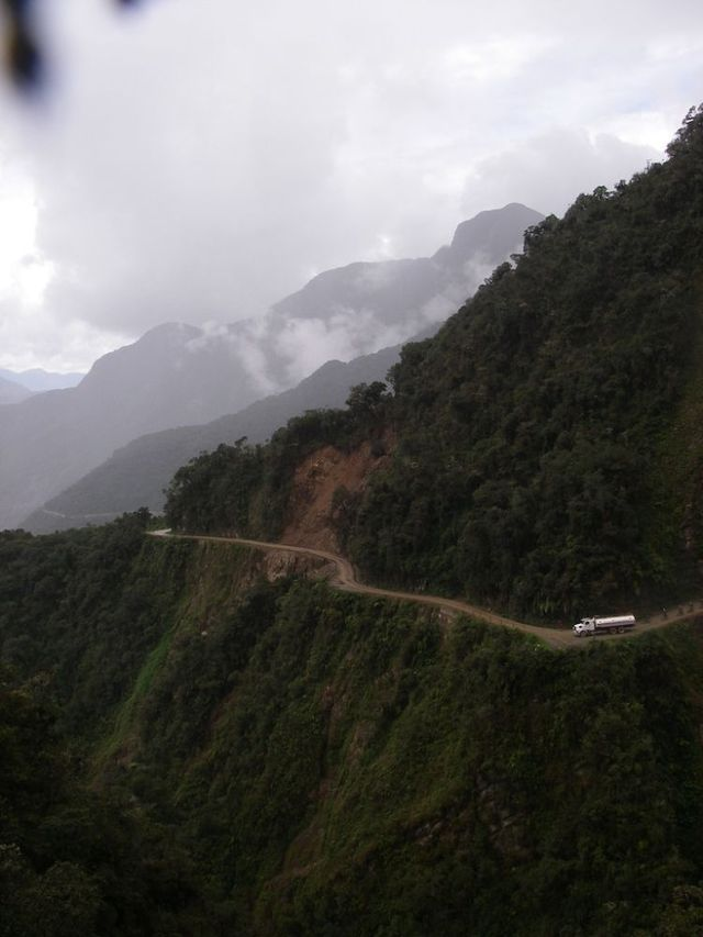 Dowsondesigner north yungas road road of death