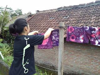 belajar batik ikat celup