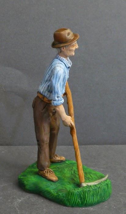 contadino anziano con falce statuetta presepe persona reale orme magiche