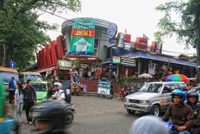 Pusat Jeans Cihampelas Bandung, Jl. Cihampelas