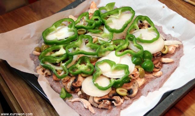 Pizza con cebolla y pimiento verde