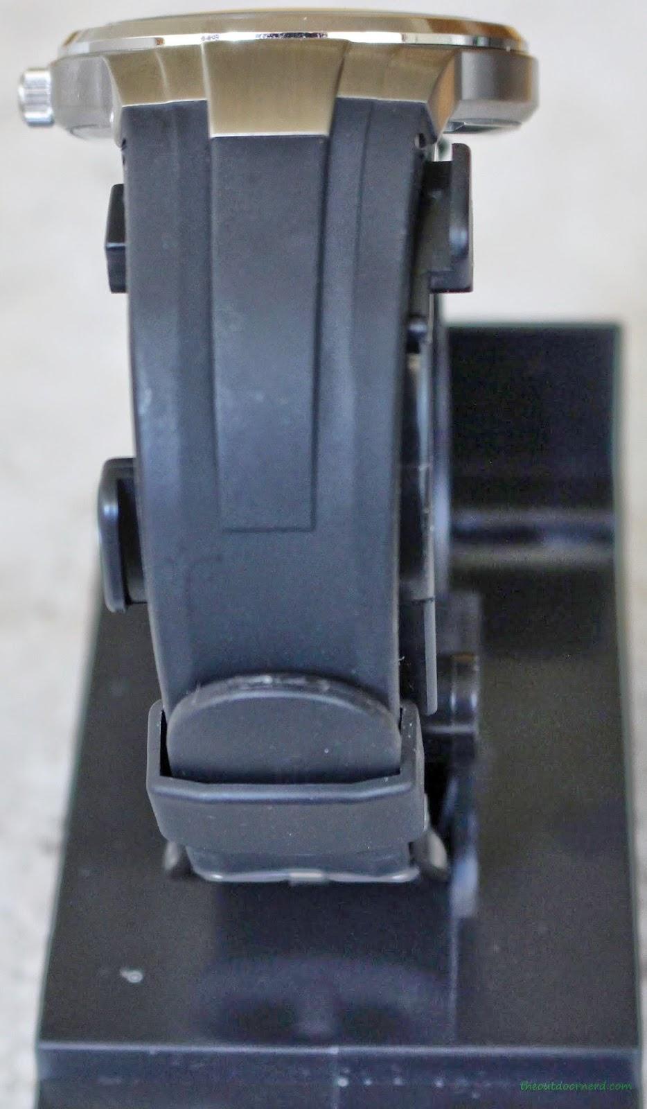 Casio Men's EF305-1AV Edifice Build Quality 3
