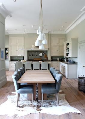 Elegantná kuchyňa zo strašidelnej obývačky