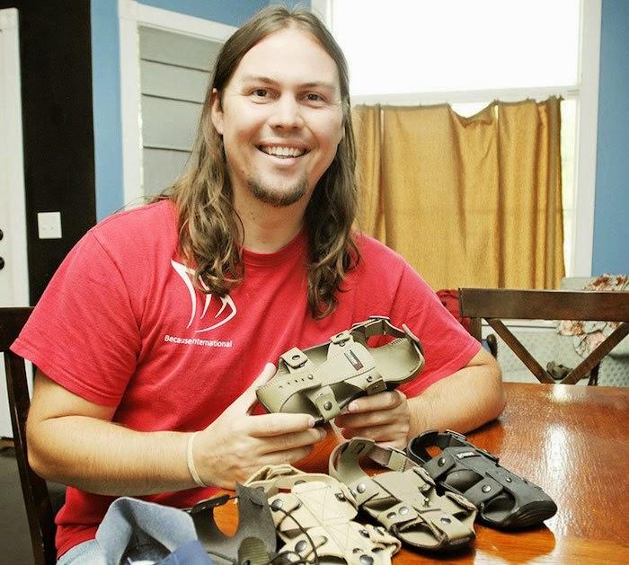 Zapatos con Tallas Regulables para Niños de Zonas de Bajos Recursos