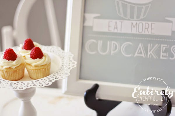 Adorable cupcake printable. This would be so perfect in my kitchen and there are lots of colors! www.entirelyeventulday.com