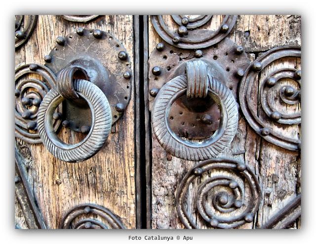 Puerta iglesia de Llívia