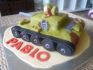 Tarta fondant tanque 3D