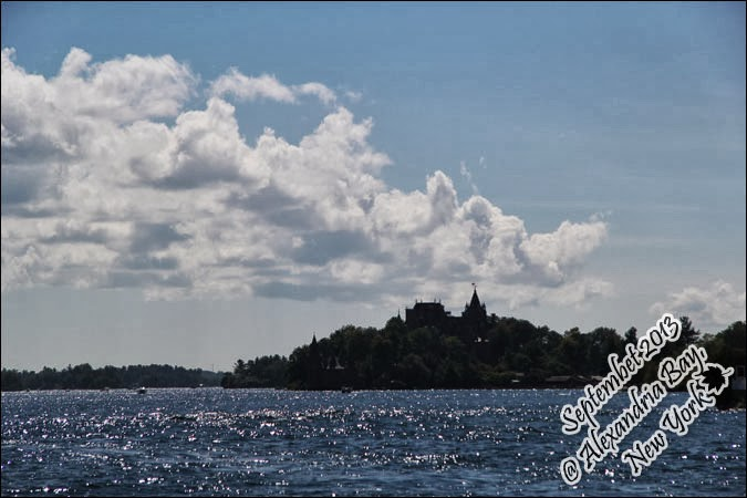 Backyardigans Sunny Day : Heavenly Palate [1000 Islands] Boat cruise between 1864 islands on