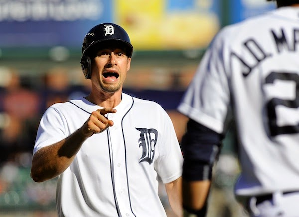 Hunter, Kelly apparently fine after collision in Tigers outfield leads to inside-the-park HR (with video)