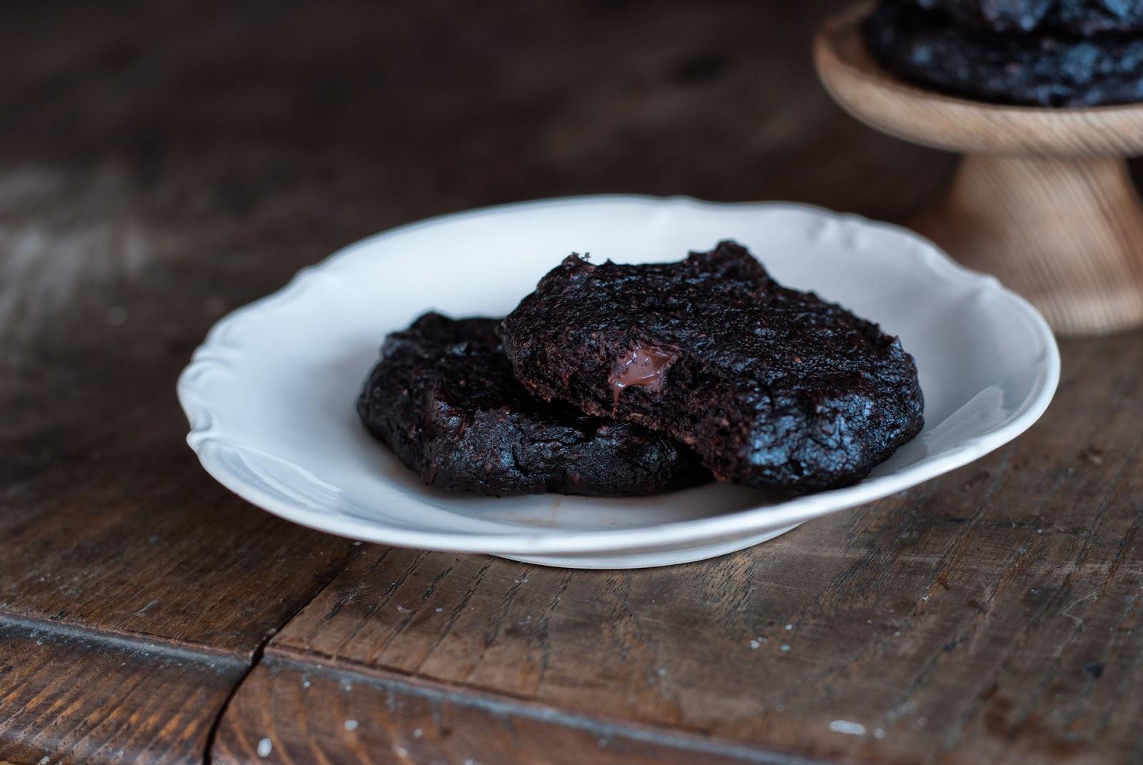 Bezglutenowe wegańskie ciastka czekoladowe z awokado