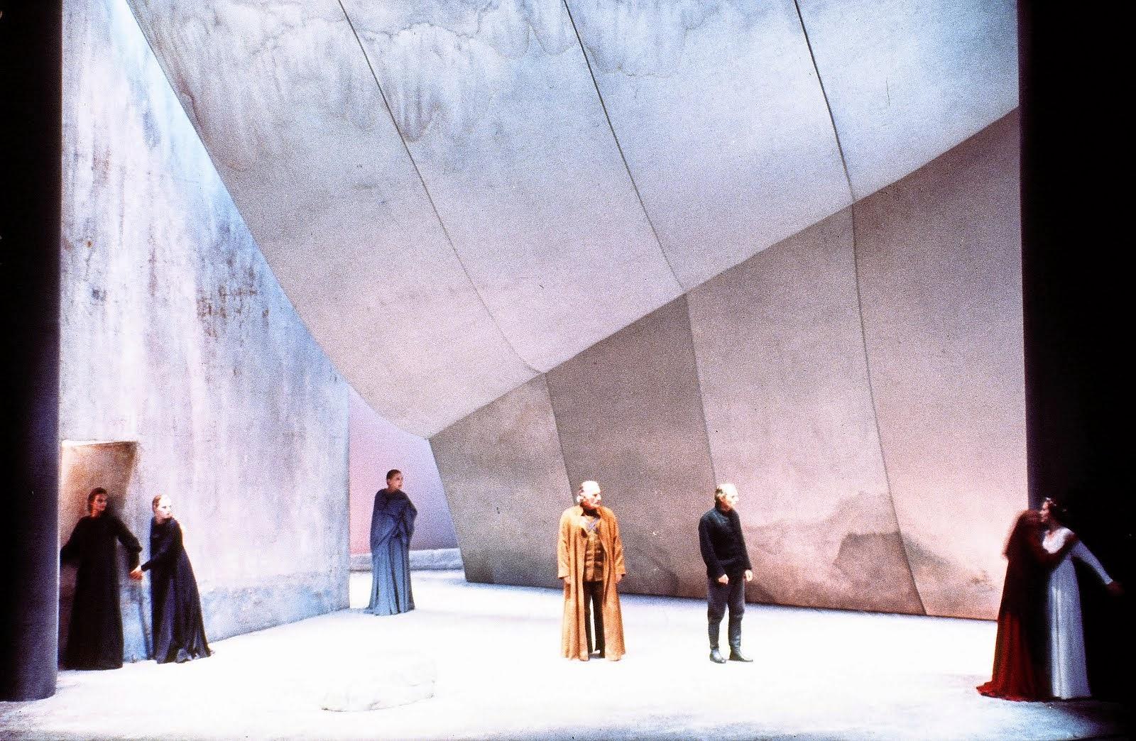 Iphigénie de Jean Racine. Cenário e Encenação de Yanis Kokkos. Comédie Française, 1990